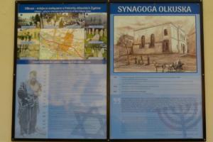 2 Tablica obok zburzonej synagogi
